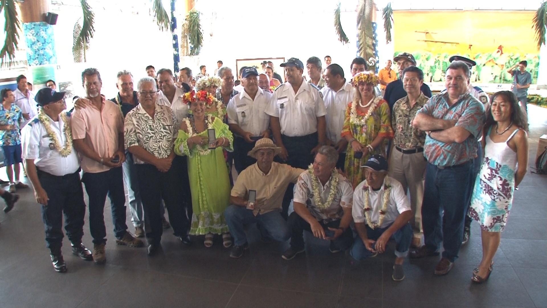 Les agents du Port autonome de Papeete lors de la cérémonie de remise de médaille du Travail