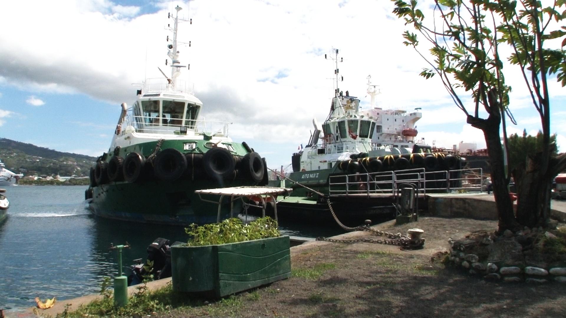 Deux des remorqueurs du Port autonome