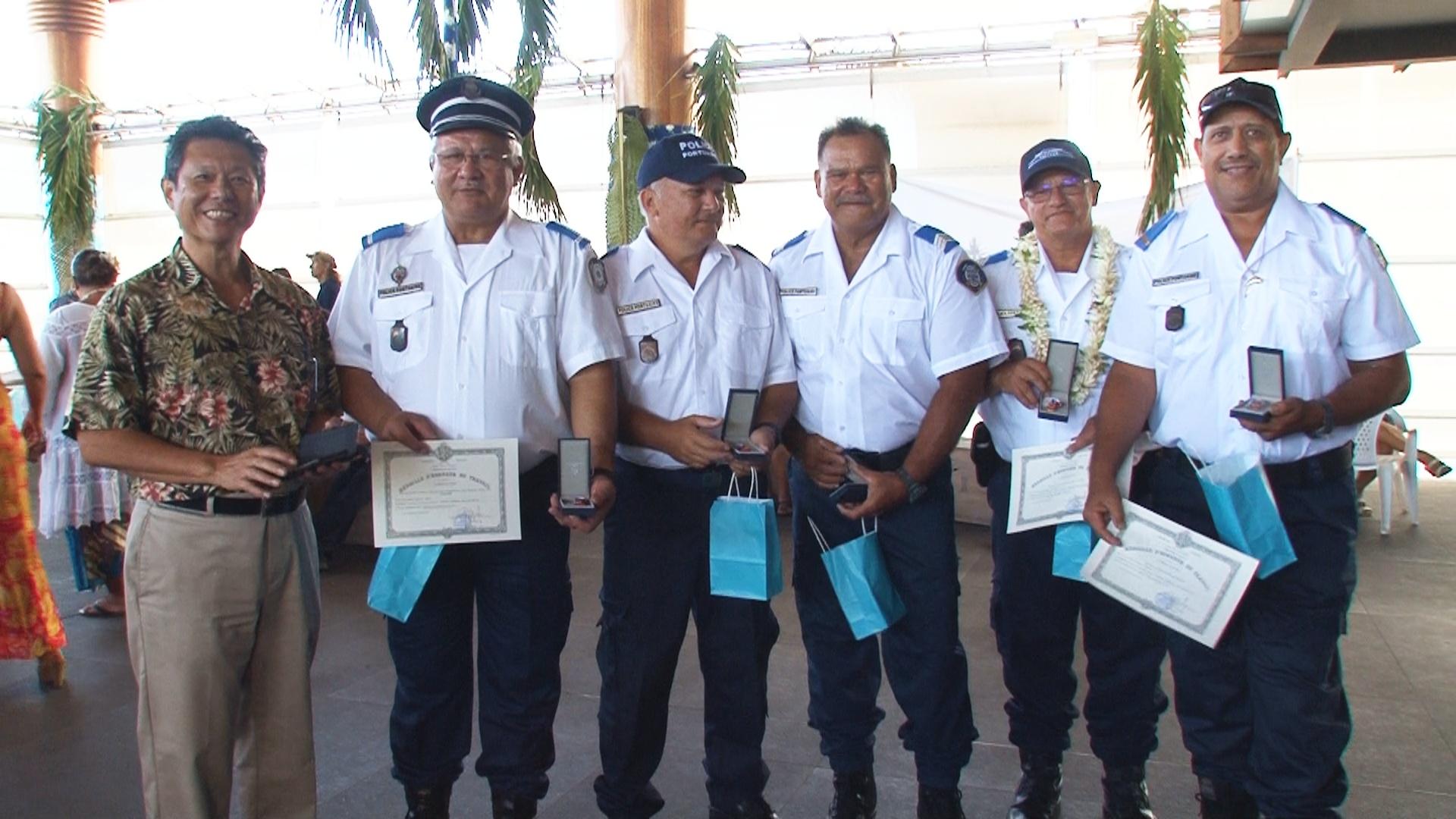 Les agents récompensés par la médaille 12