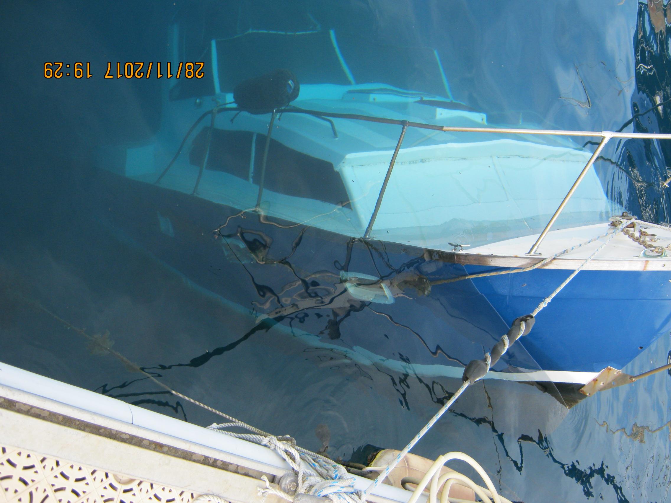 Bateau naufragé à la Marina Taina
